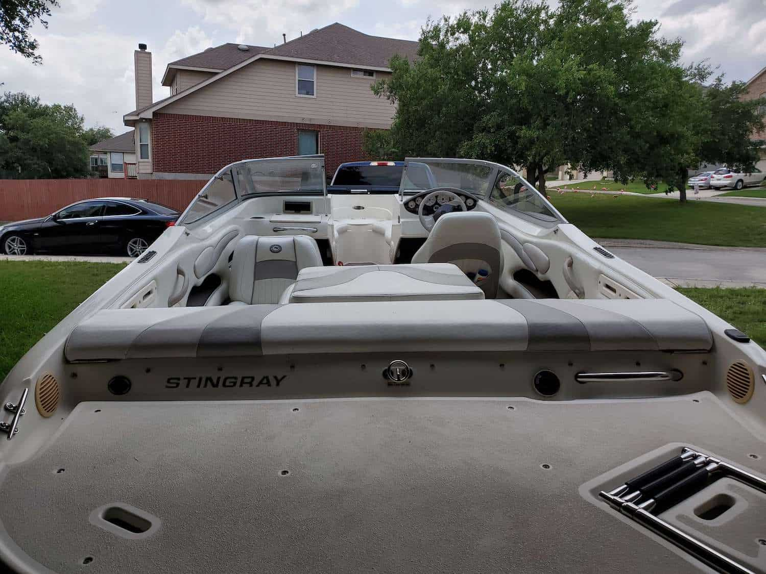 Stingray Owners Gallery - Boat parked