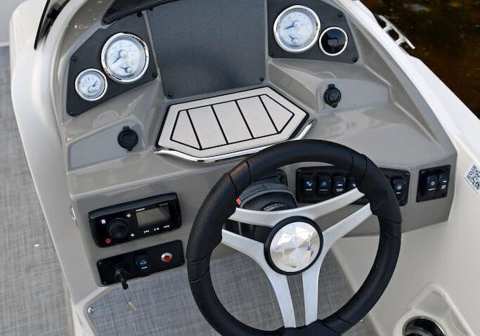 192sc-deck-boat-detail-2