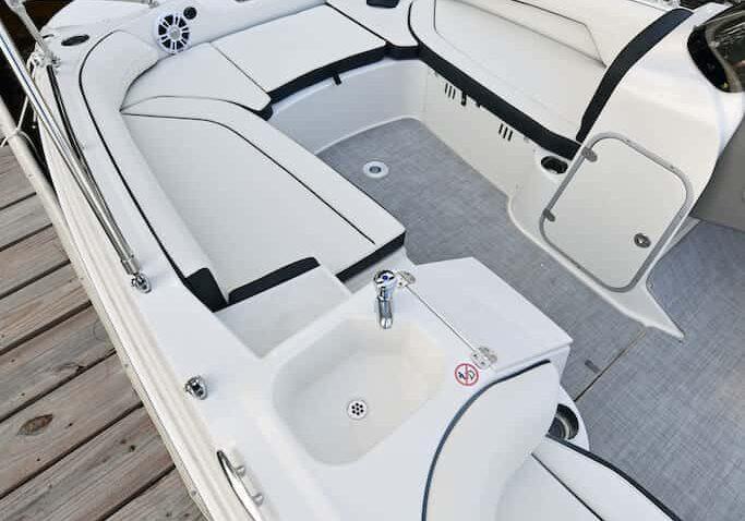 192sc-deck-boat-detail-9
