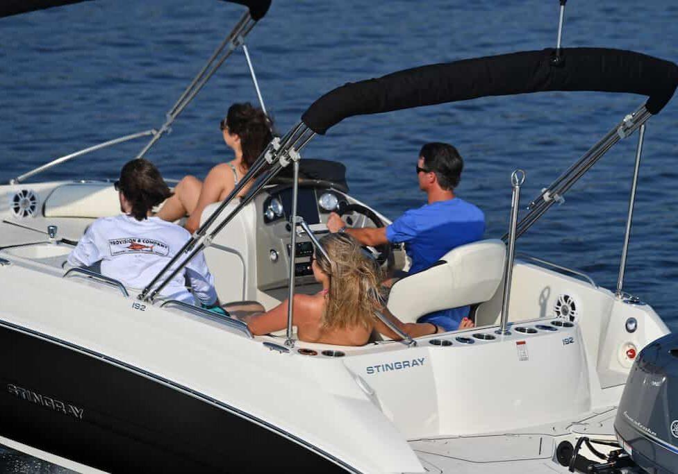 192sc-deck-boat-lifestyle-3