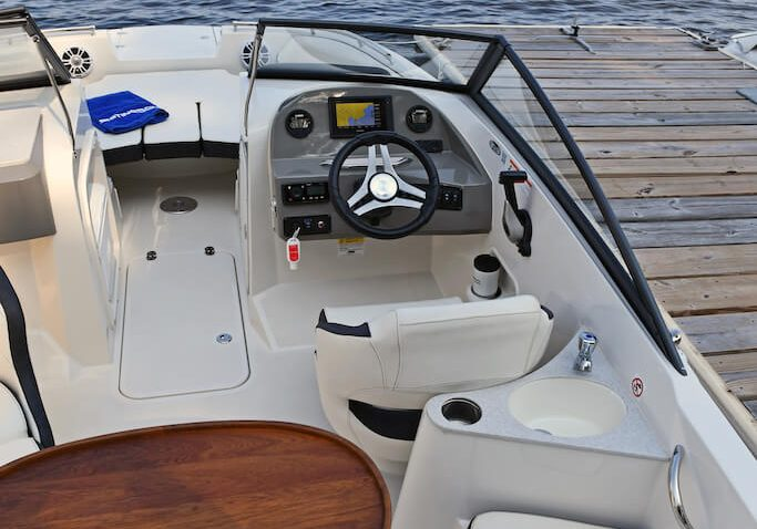 201ds-deck-boat-detail-2