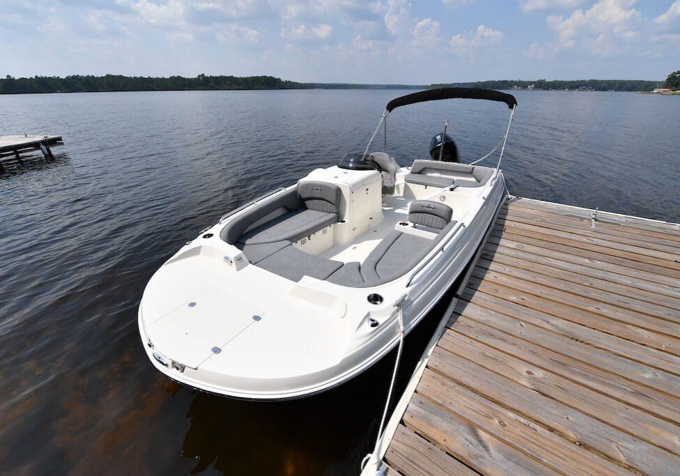 212sc-deck-boat-detail-1