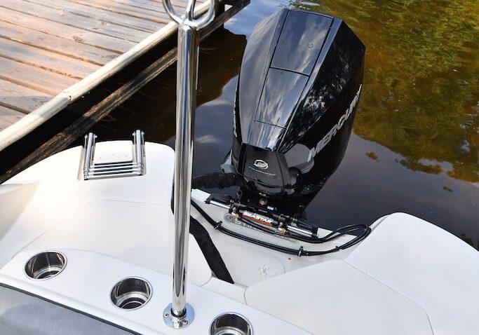 212sc-deck-boat-detail-13