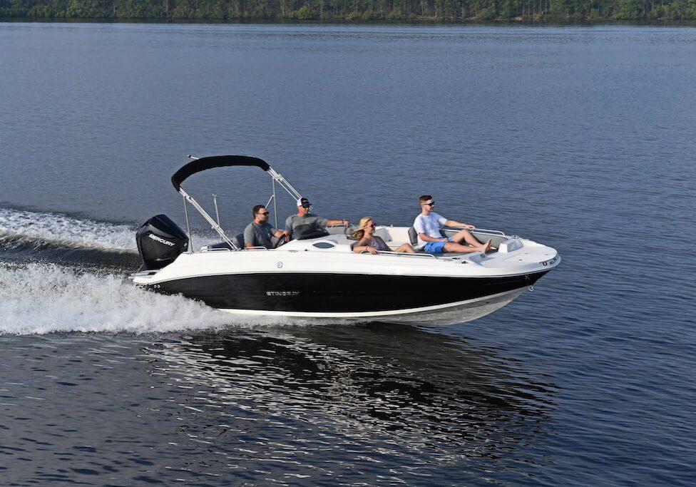 212sc-deck-boat-running-10