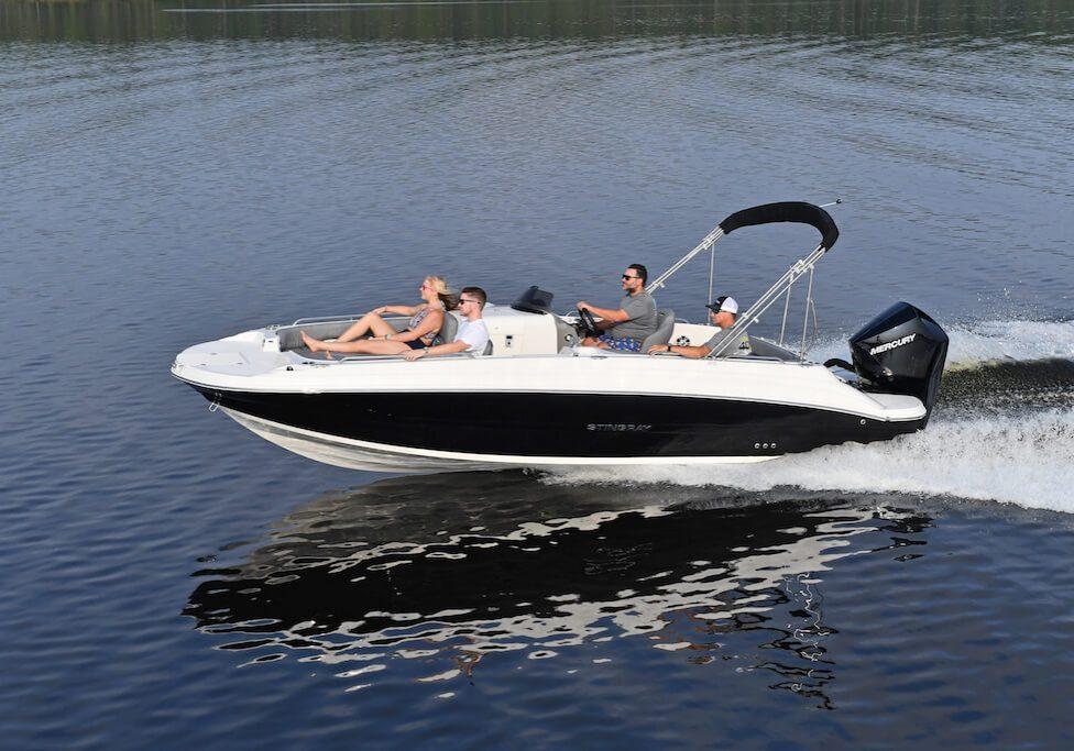 212sc-deck-boat-running-4