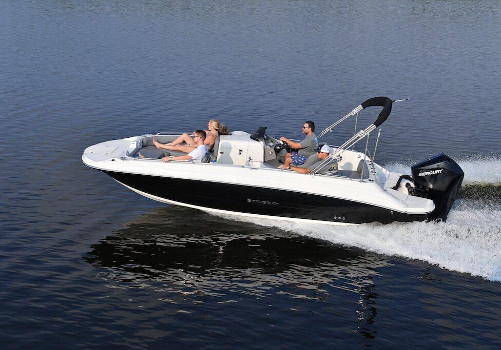 212sc-deck-boat-running-6